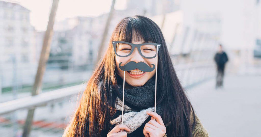 第一印象を良くする方法2:笑顔は最高のモテメイク